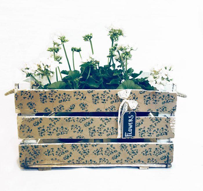 Reinventa12_caja antigua de madera especial para flores y plantas. Modelo Campesina